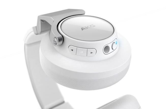 Dank NFC-Unterstützung findet der AKG K845 BT spielend Anschluss an Bluetooth®-fähige Smartphones oder andere mobile Geräte.