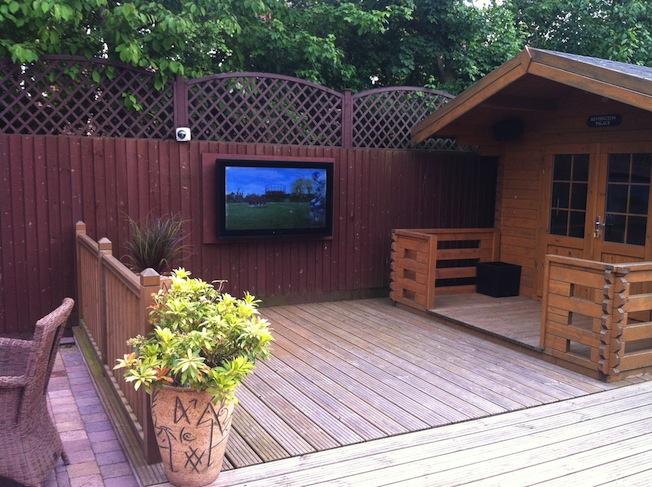 aqualite outdoor aqlh 42 public viewing im eigenen garten lite das lifestyle technik magazin. Black Bedroom Furniture Sets. Home Design Ideas