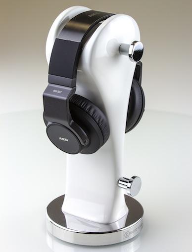 Mit dem AKG K845 BT steht echter AKG-Klang nun einem weiteren schicken kabellosen Produkt zur Verfügung. Dank NFC-Unterstützung findet dieser Kopfhörer spielend Anschluss an viele Bluetooth®-fähige Smartphones oder andere mobile Geräte.