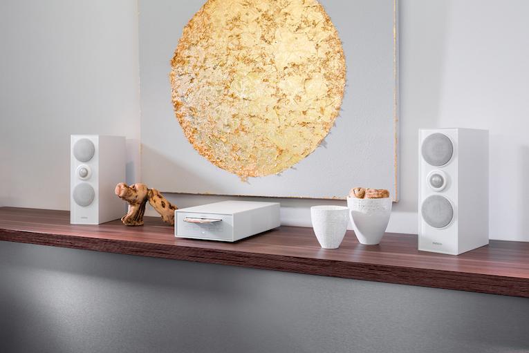 Mit einem soliden Aluminiumgehäuse in Weiß oder Silber sowie einer Echtglasfront in Schwarz und Weiß passt der CD Spieler perfekt zu den anderen Produkten der Joy Serie, wie den Joy Netzwerk Receivern oder dem Joy Audio Server.