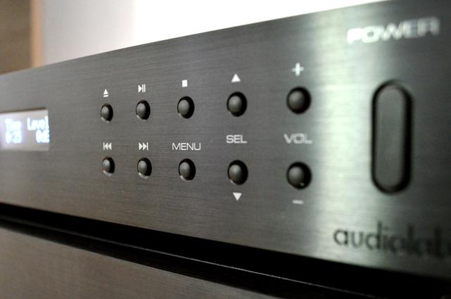 audiolabs 8200 serie im test klangvolle kracher. Black Bedroom Furniture Sets. Home Design Ideas