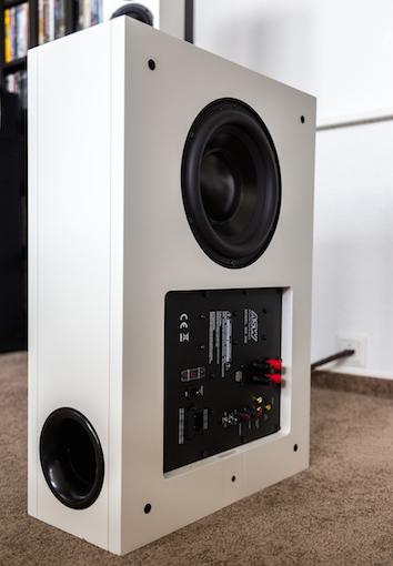 Lässt Heimkinoherzen höher schlagen: Der zur Opus 14-Serie gehörige Subwoofer ist mitHoch- und Niederpegel-eingängen, einer Phasenumschaltung (0/180°) und einer unabhängigen Lautstärkeregelung ausgestattet.
