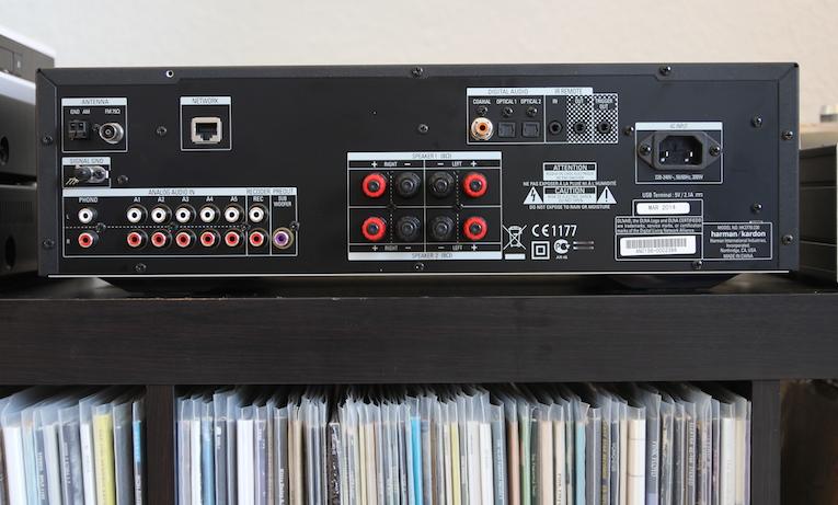 Der HK3770 verfügt neben diversen analogen und digitalen Anschlussmöglichkeiten  über hohe Leistung und bietet sogar einen integrierten 192 kHz/24 Bit DAC.