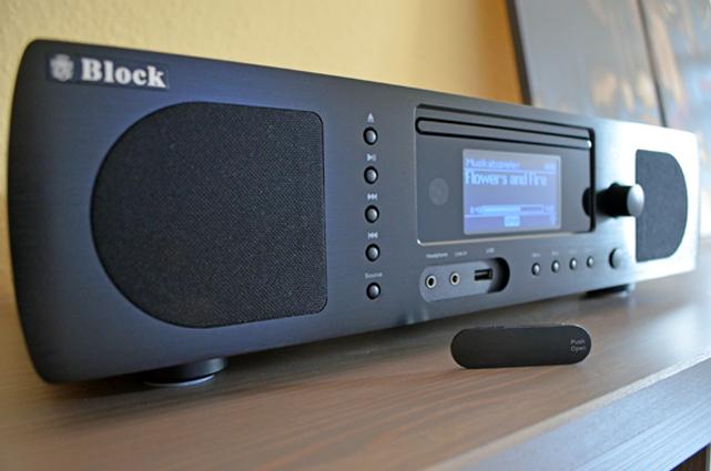 Die Boombox ist ein extrem vielseitiges Audiosystem, das gleich fünf Geräte und diverse Anschlussmöglichkeiten beinhaltet.