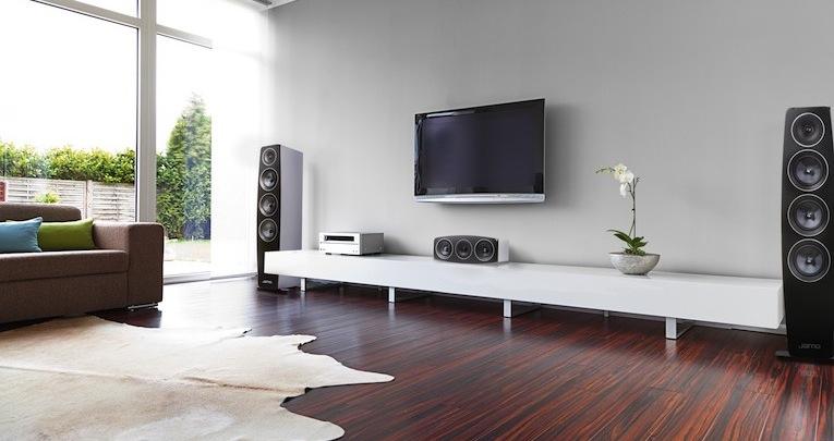 Blickfang: Selbst in modern designeten Wohnräumen wird die neue Concert-Serie der dänischen Lautsprecherspezialisten zum Blickfang.