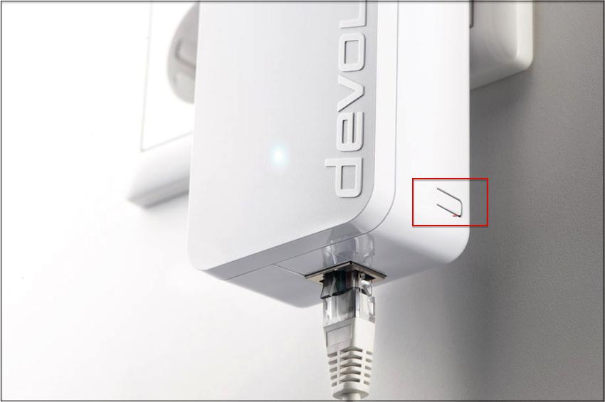 Befinden sich die Adapter in den jeweiligen Steckplätzen, müssen nur noch die kleinen Knöpfchen in der Seite gedrückt werden. Schon steht eine verschlüsselte Verbindung.