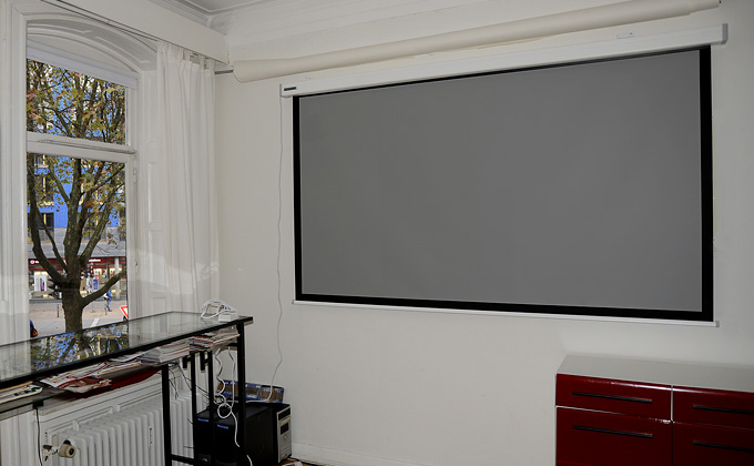 test alphaluxx high contrast grey screen die leinwand als tv ersatz. Black Bedroom Furniture Sets. Home Design Ideas