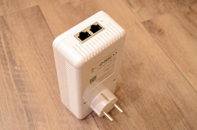 Zusätzlich zum drahtlosen WLAN stehen auch noch zwei Ethernet-Ports zum Anschluss von Geräten per Netzwerkkabel zur Verfügung.