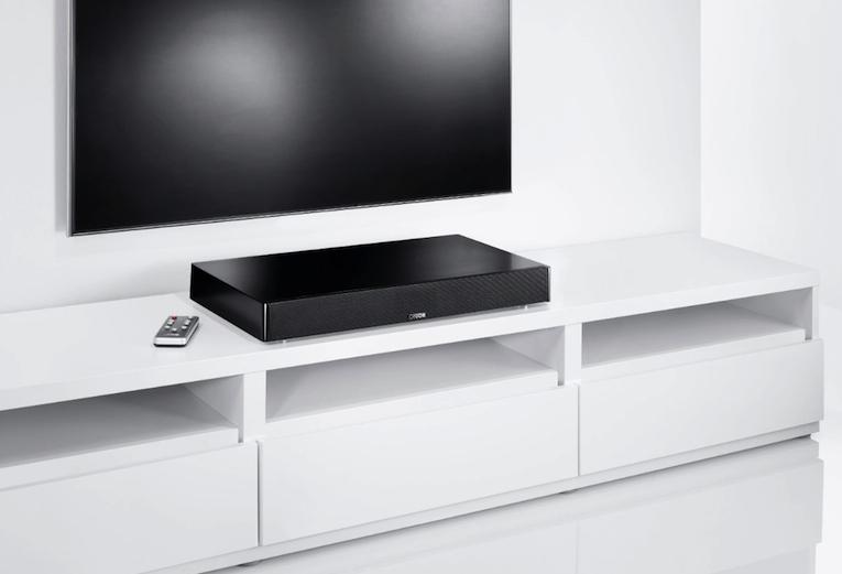 """Mit dem DM50 hat Canton im Segment der TV-Lautsprecher einst Massstäbe gesetzt. Mit dem DM75 legen die Hessen nun noch einen drauf und präsentieren die perfekte Soundergänzung für Flachfernseher, deren Bildschirmdiagonale oberhalb 50 Zoll liegt. Und das in mehrfacher Hinsicht, denn neben eines stabilen Gehäuses und eines Ausstattungspaketes, das zudem die Aufgaben kompakter HiFi-Anlagen übernimmt, spielt dieses clevere All-In-One-Setup auch klanglich weit oberhalb dessen, was man für einen Preis von 499,00 Euro sonst erwarten würde. <a href=""""https://www.lite-magazin.de/2014/09/canton-dm75-supersound-fuer-led-bildriesen/"""">zu unserem Test</a>"""