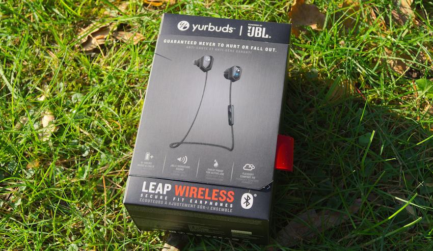 8aabe4b4db9 Die Yurbuds Leap Wireless kommen in einer stabilen Verpackung mit einem  magnetisch verschließbaren Sichtfenster.