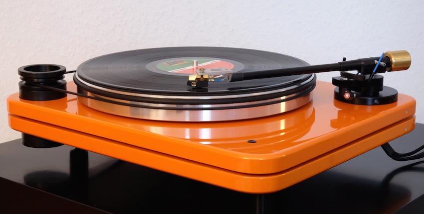 Pear Audio Plattenspieler und Tonarme von Peter Mezek werden in Slowenien handgefertigt und unterliegt strengen Qualitätskontrollen, bevor sie seine Manufaktur verlassen.