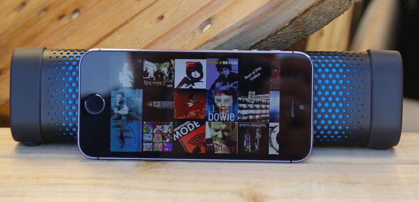 Handtaschenformat: Denons Envaya mini ist nur wenige Zentimeter breiter als das iPhone 5s.