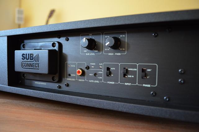 Der Subwoofer lässt sich per Wireless-Modul auch ohne Kabel an die CoreStation koppeln.