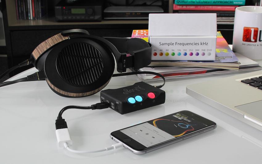 Um dem Mojo an einem Apple-Device zu nutzen (hier iPhone 6s), benötigt es noch eines Lightning-to-USB-Camera-Adapters von Apple.