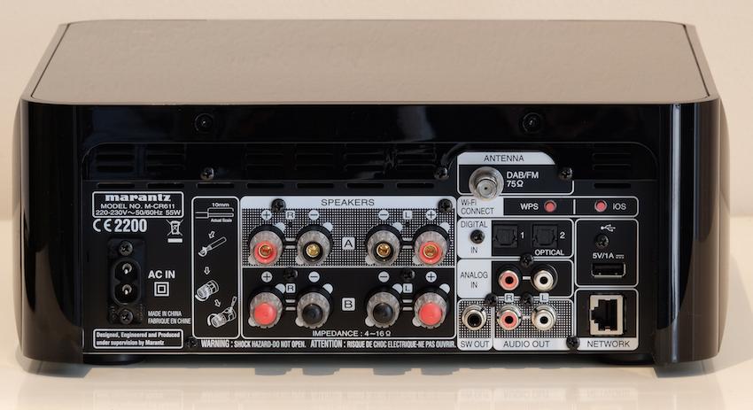 Die Rückseite des M-CR611 bietet reichlich analoge wie digitale Eingänge und lässt somit kaum Anschlusswünsche übrig.