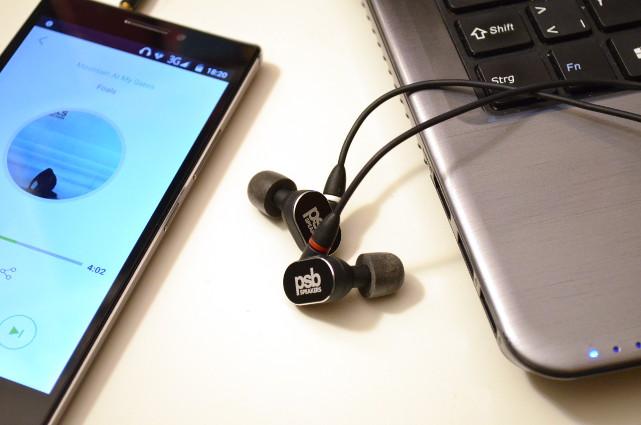 Physisch klein und leicht, klanglich riesige Schwerwichte: die In-Ear-Kopfhörer PSB M4U 4.
