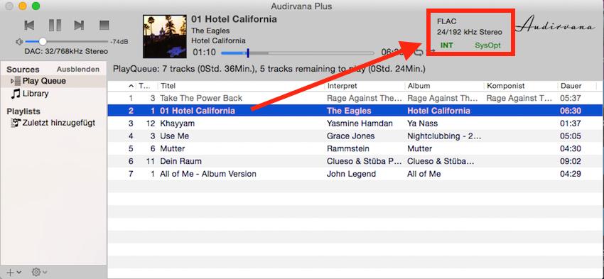 Die abzuspielenden Songs können nun einfach in das Audirvana-Playlist-Fenster gezogen werden. Oben rechts zeigt das Programm die Samplingrate des gerade wiedergegebenen Songs an.