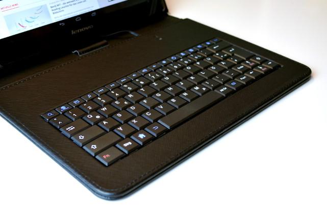 Die Tastatur ist mit Media Keys zur schnelleren Steuerung des Tablets ausgestattet.