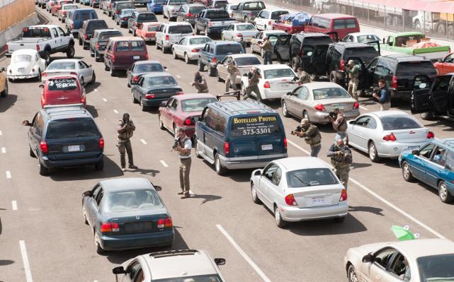 Denn er erste Einsatz führt Kate unerwartet direkt über die Grenze nach Juárez - Zwischenfall inklusive. (© Studiocanal)