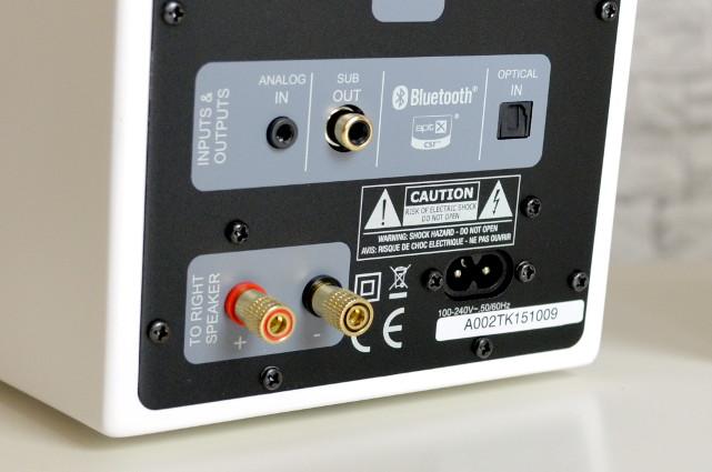 Das Anschlussfeld ist aufgeräumt und übersichtlich - ein USB-Anschluss fehlt aber leider.