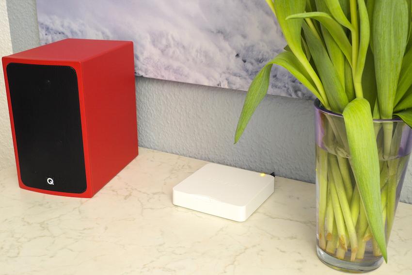Streamer (Auralic Aries Mini) und Aktiv-Lautsprecher (Q Acoustics BT3): So kompakt kann ein modernes und nahezu allumfassendes HiFi-Setup aussehen.