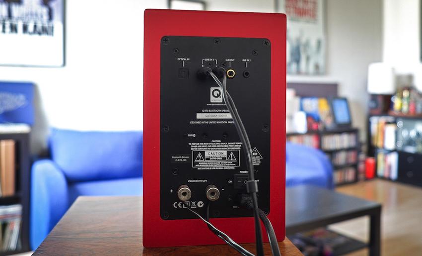 Alle Zuspieler/Quellen werden mit der aktiven BT3 verbunden. Zu diesem Zweck stellt sie zwei analoge und einen digitalen Zugang zu Verfügung.