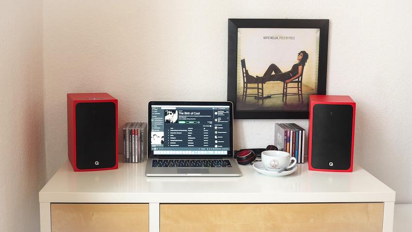 Klangliche Ideallösung für kleine Räume: Q Acoustics BT3 als Ergänzung für den PC.