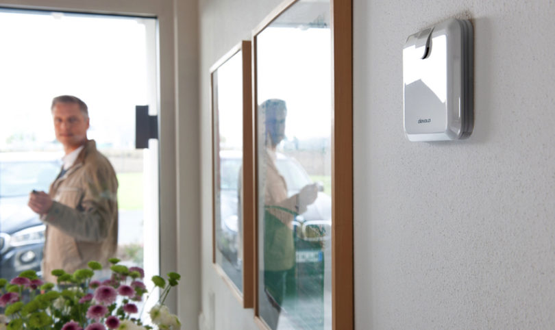 """Die neue <strong><a href=""""https://www.lite-magazin.de/2016/06/das-sichere-smart-home-mit-der-devolo-home-control-alarmsirene/""""> devolo Home Control Alarmsirene</a></strong> warnt vor unerwünschten Ereignissen im eigenen Zuhause. Gefahren wie Einbrecher, Wasserschäden oder Feuer werden von devolo Home Control und seinen Smart Home-Bausteinen rechtzeitig erkannt und von der Alarmsirene lautstark gemeldet, sodass Nutzer sofort angemessene Gegenmaßnahmen ergreifen können."""