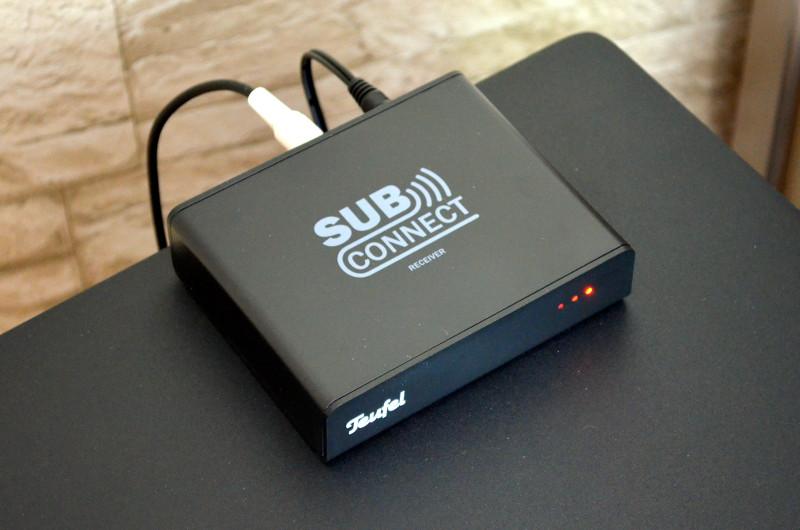 Der kleine SubConnect hat große Wirkung: Er erspart das Verlegen von Subwooferkabeln quer durchs Zimmer.