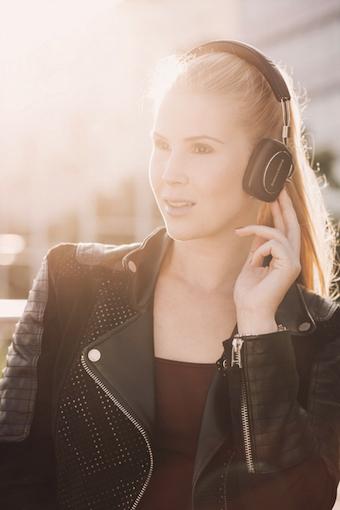 Wer einen neuen Kopfhörer für den mobilen Einsatz sucht, sollte sich immer für ein geschlossenes Modell entscheiden.