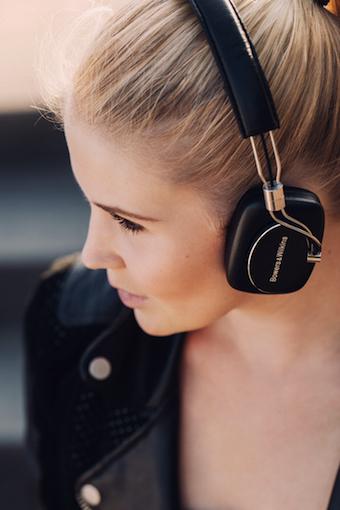 On-Ears sind bequem und praktisch. Das beste Beispiel dafür ist der B&W P5 Wireless.