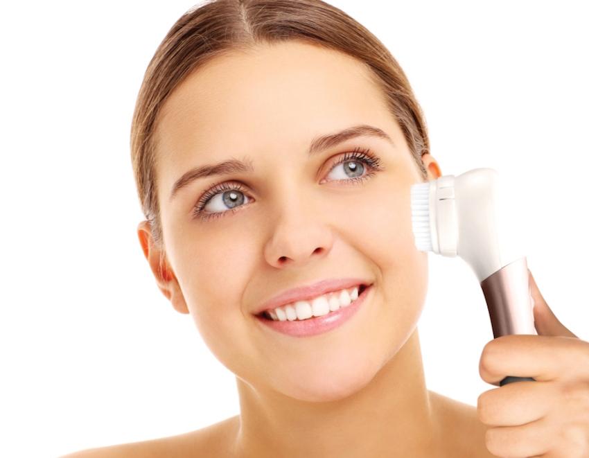 Homedick bietet eine flexible Reinigung durch ein innovatives Gesichtsbürsten-Konzept.