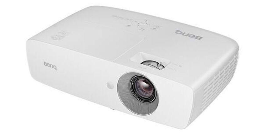 Der lichtstarke TH683 im schlichten weißen Design überzeugt mit einem 1,3-fachen Zoom und einer maximalen Bilddiagonale von 7,62 Meter für große Projektionen im Kinoformat
