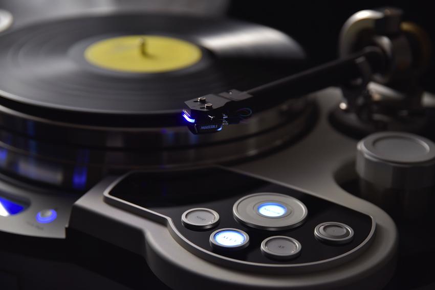 DS Audio präsentiert sein Top-Modell Master 1: Der optische Licht-Tonabnehmer setzt neuen Maßstab bei der Schallplattenwiedergabe.