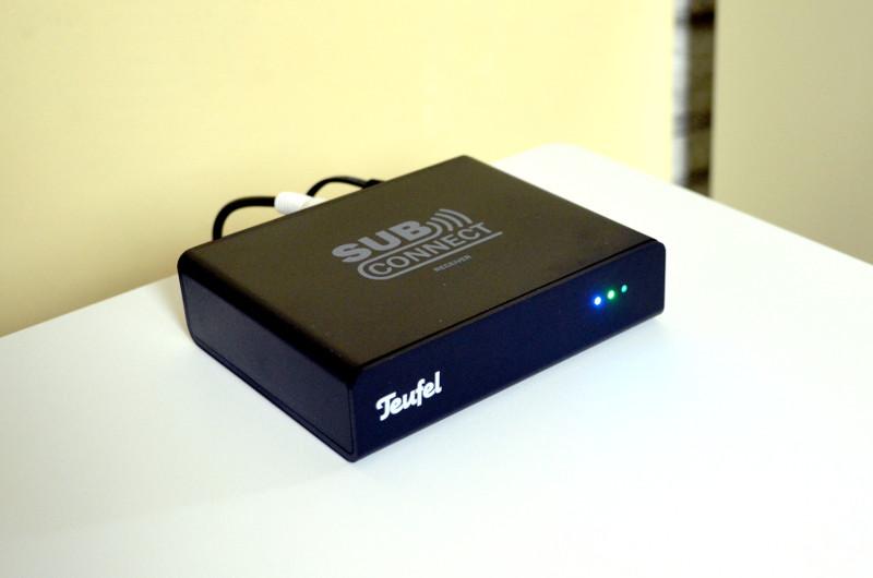 Für kabellose Verbindung des Subwoofers sorgt der kleine SubConnect.