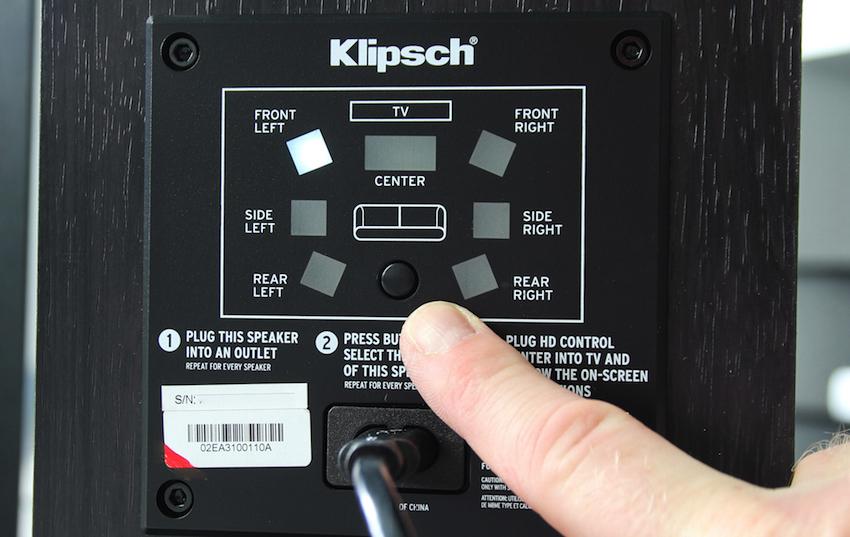 Einfacher geht es einfach nicht: Sind die Boxen mit Strom versorgt und stehen an ihrem finalen Platz, wird per Knopfdruck ausgewählt welcher Kabel ausgegeben werden soll.