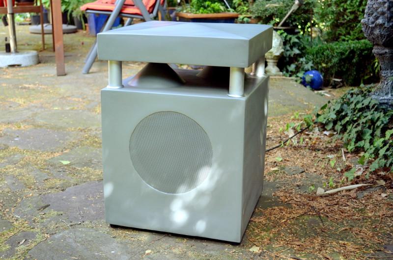 Moderner Look, stabiles Auftreten: Der GL 100 WR erfüllt als Gartenlautsprecher alle Ansprüche.
