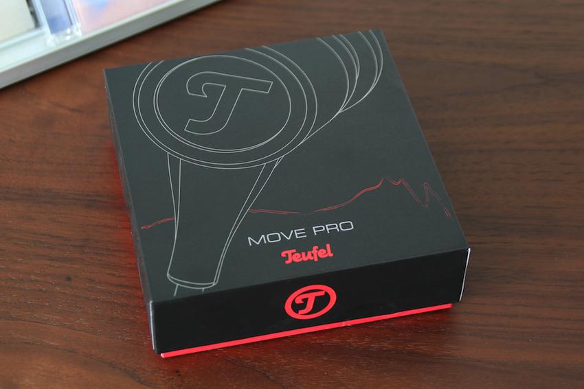 Macht vom ersten Augenblick an einen fertigen Eindruck: Der Teufel Move Pro wird in einem stabilen Pappschubes geliefert.