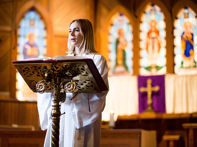 Casey ist 30, Pastorin und immer noch Single - bis sie sich in ihren besten Freund, ebenfalls Pastor, verliebt... (© EuroVideo)