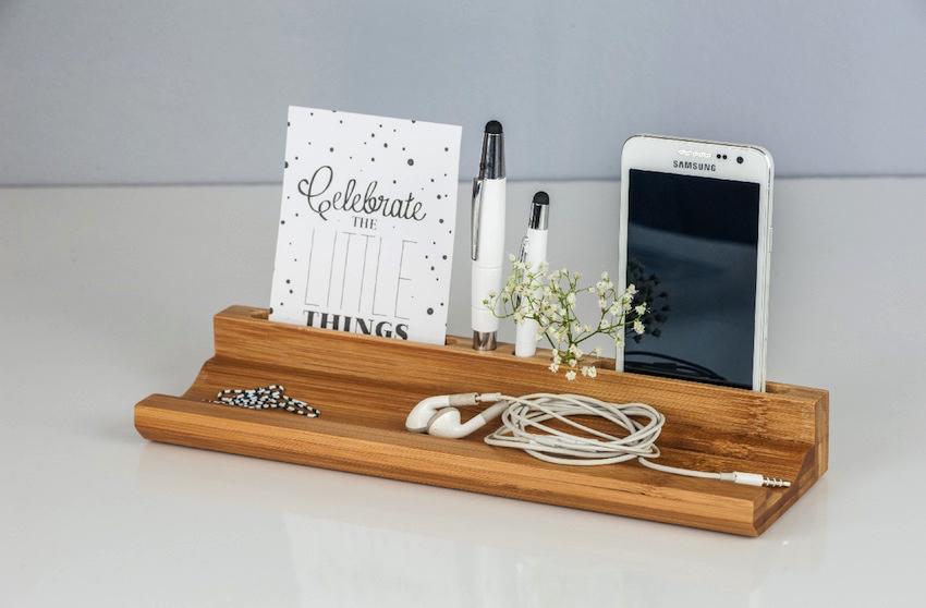 Universell einsetzbar. Das Schreibtischzubehör von Weda eignet sich für die Ablage des Handys ebenso, wie für Karten, Kopfhörer, etc.