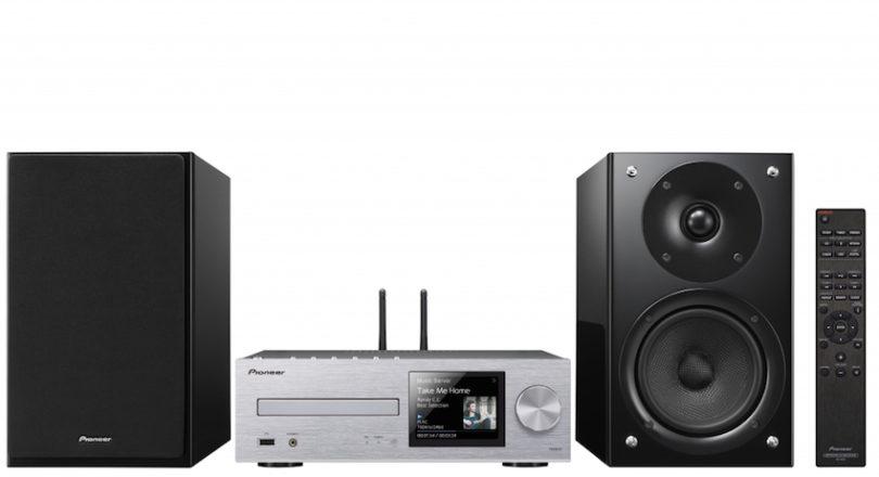 Kompakte, zugleich hochwertige Lautsprecher und ein CD-Netzwerk-Receiver im Micro-Format. Pioneer bringt mit den Systemen X-HM76, X-HM76D und X-HM86D mediale Vielfalt und anspruchsvollen HiFi-Klang in jedes Wohnzimmer.