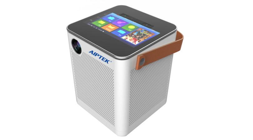 Aiptek zeigt P800 – der erste HD-Projektor mit integriertem 360° Soundsystem und leistungsstarkem Android-Tablet.