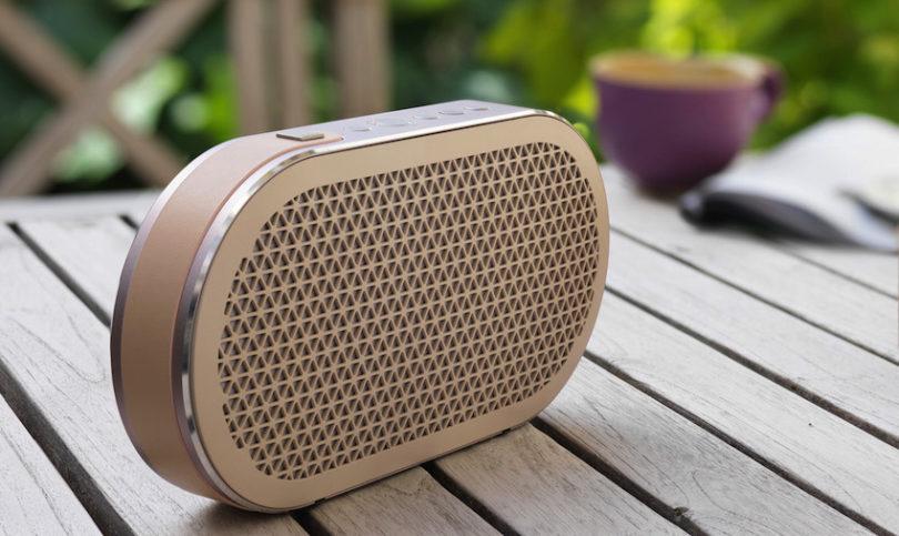 Auf der IFA 2016 feiert der neue portable Bluetooth-Lautsprecher DALI KATCH seine Weltpremiere. Im robusten Gehäuse aus extrudiertem Aluminium arbeitet ein 2 x 18 Watt starker Class D Verstärker, der zwei jeweils auf der Vorder- und Rückseite  integrierte Zweiwegsysteme antreibt.