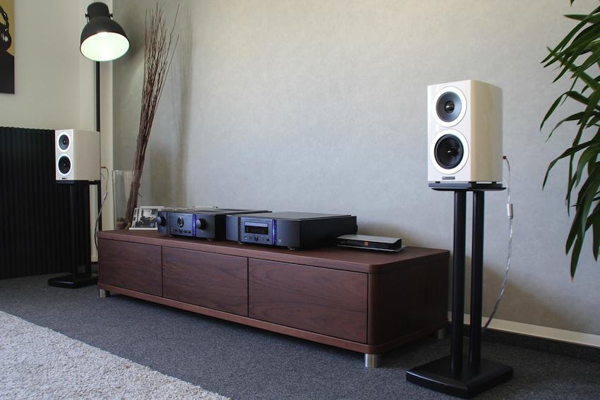 Wohnraumtraum: die zeitlos-elegant gestaltete Reva-1 ist massiv konstruiert und erstklassig verarbeitet.