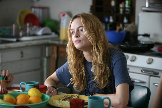 Nicht ganz unschuldig daran: Claires streitbare Mitbewohnerin Phoebe (Heather Graham). (© Concorde Home Entertainment)