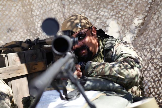 Den erfahrenen Scharfschützen Jack (Steven Seagal) kann so schnell nichts aus der Ruhe bringen. (© EuroVideo Medien GmbH)
