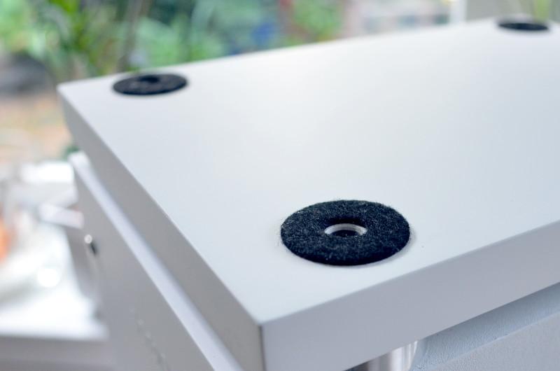 Zum Schutz von Parkett und Laminat ist die Bodenplatte der CS 170 mit Filzgleitern versehen.