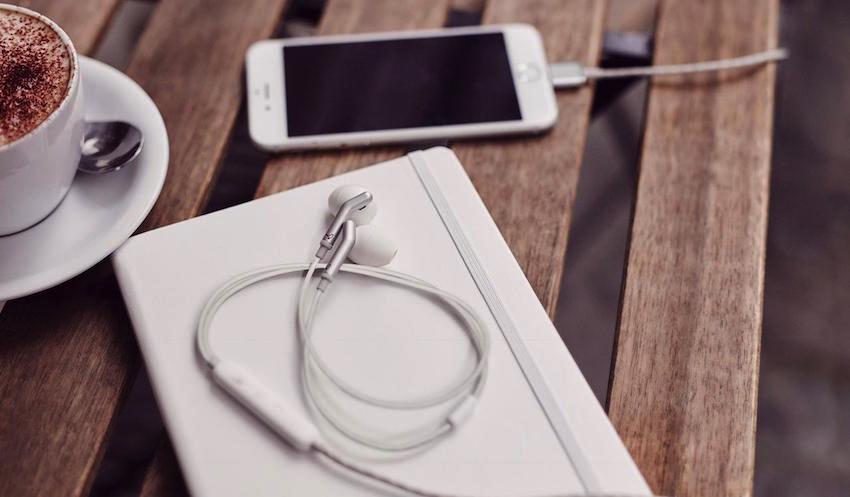 Q Adapt In-Ear: Lightning-basierte Kopfhörer für iPhone und iPad mit aktiver Geräuschunterdrückung ohne klobige Zusatzbatterie