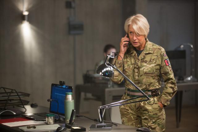 Colonel Katherine Powell (Helen Mirren) leitet von England aus eine Mission zur Ergreifung von al-Shabaab-Terroristen in Nairobi. (© Universum Film)