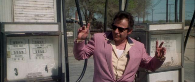 Dabei trifft er auf einen charismatischen Anhalter (Harvey Keitel), der behauptet,Elvis zu sein. (© Concorde Home Entertainment)